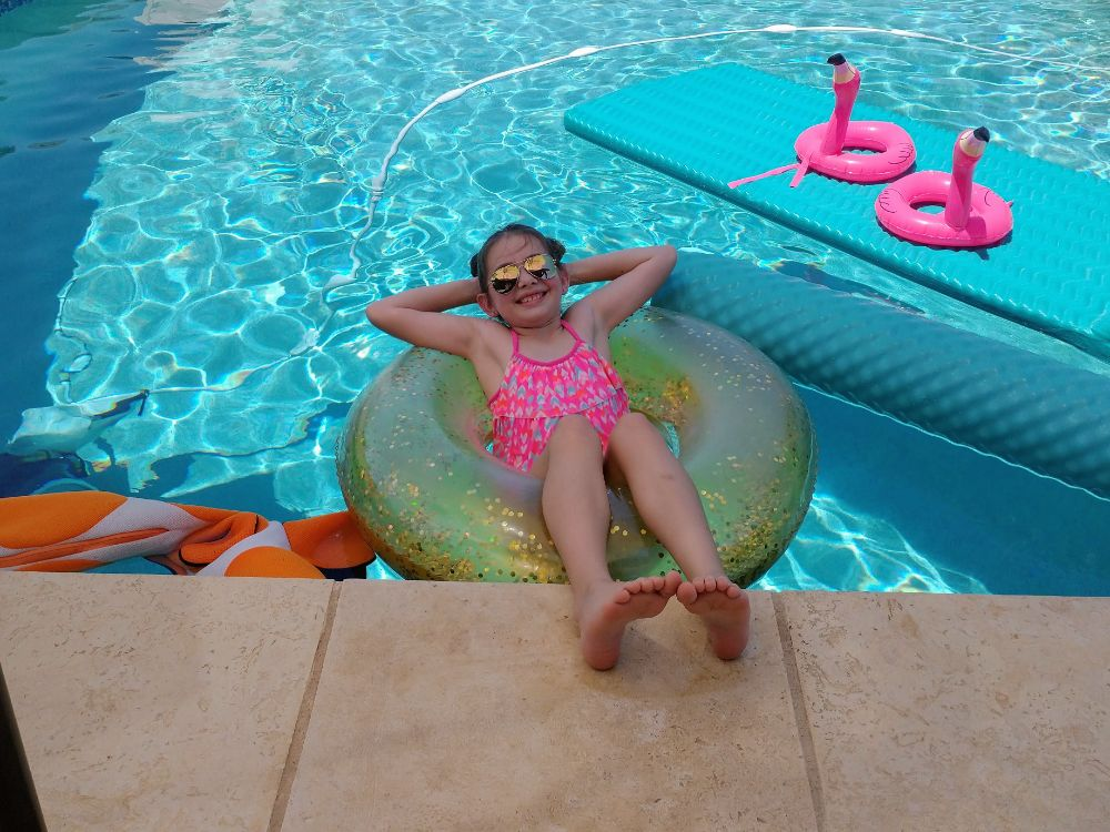 Three Weeks in Texas – A Big Stop on the Road Trip - Faith in the pool