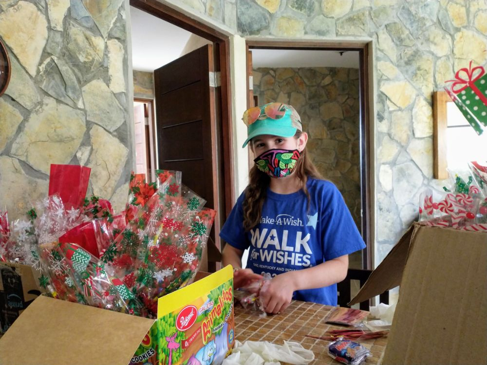 A Christmas Story in Panama… Back in Lockdown! - Faith helping tie up gift bags