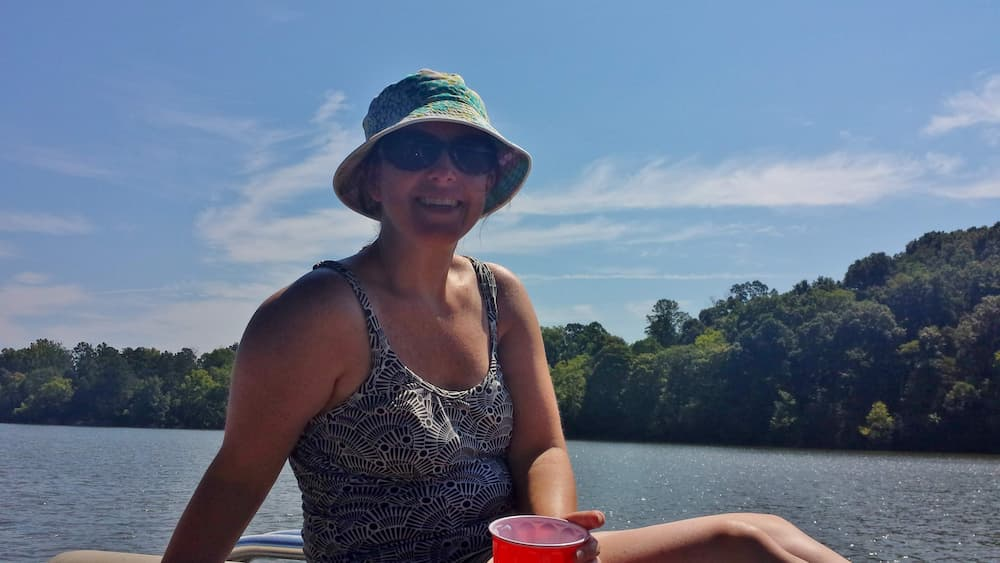 Being Rich – What Would Change in Life? - Lisa on a Boat in Tennessee